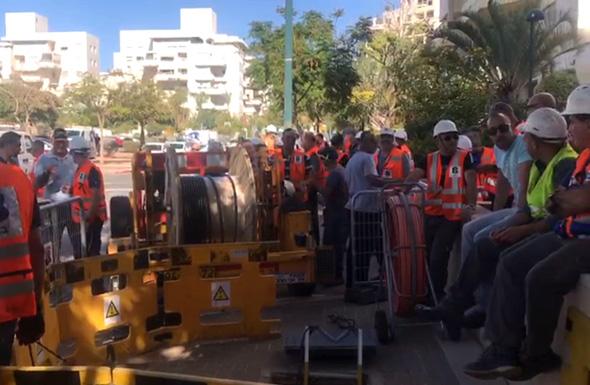 עובדי בזק מונעים את פריסת התשתיות של פרטנר