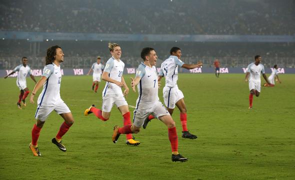 """פטר קראוץ', חלוץ נבחרת אנגליה לשעבר ואחד מהאנשים הכי מצחיקים בכדורגל האנגלי, סיכם היטב את התחושה הכללית כלפי הנבחרות הצעירות של אנגליה בציוץ מופלא אחרי העפלתה של נבחרת עד גיל 17 לגמר בטורניר שנערך בהודו: """"לצעירים של היום אין שום כבוד למסורת. אנחנו לא אמורים להגיע לגמרים של אליפויות עולם. איך הם מעיזים?!""""."""