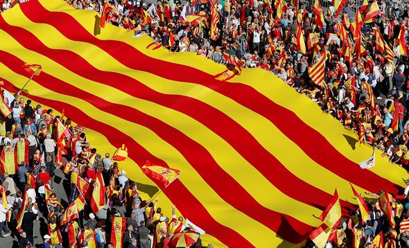 דגל קטלוניה. הירידה במתח הפוליטי מסייעת לתחזית, צילום: רויטרס