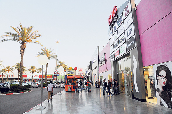 שדרת החנויות שתכנן מרש במתחם ביג בעיר , צילום: חיים הורנשטיין