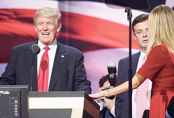 מימין איוונקה טראמפ פול מנאפורט והנשיא דונלד טראמפ, צילום: איי אף פי