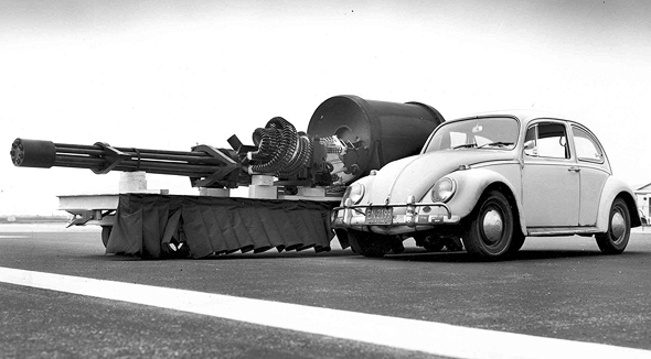 """שבעה קנים 30 מ""""מ, ותיאבון עצום לטנקים. תותח האוונג'ר של מטוס ה-A10"""