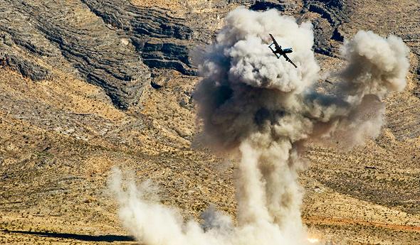 מטוס A10 מפציץ מטרה בתרגיל