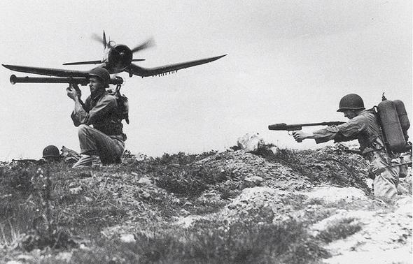 מטוס קורסייר במשימת סיוע קרוב במלחמת קוריאה