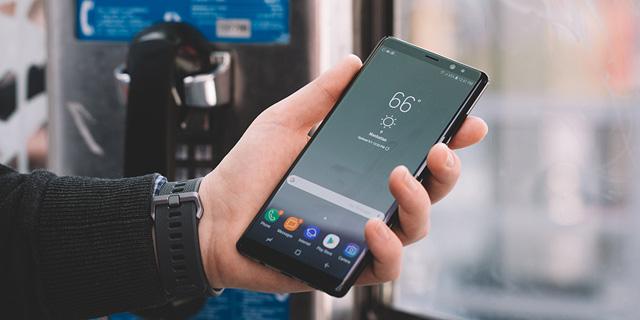 פותח מסך סמארטפון עם סורק טביעות אצבע מובנה