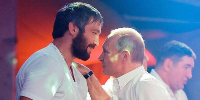 כוכב ההוקי אלכסנדר אובצ'קין מתגייס לטובת פוטין