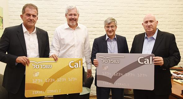 משמאל יובל גביש דורון ספיר ישראל ברמן איציק אברכהן כאל שופרסל כרטיסי אשראי טקס חתימה, צילום: יאיר שגיא