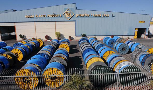 מפעל גולן מוצרי פלסטיק. החברה העבירה ב־2017 לשער הגולן 15.5 מיליון שקל