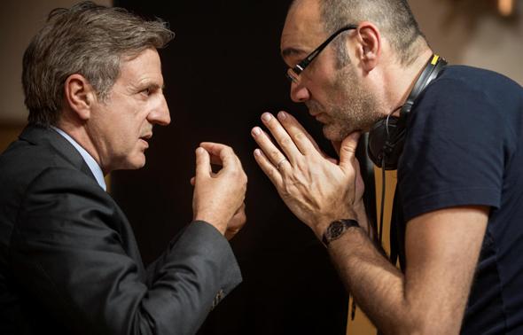 """גארנק (מימין) והשחקן דניאל אוטיי על סט הצילומים. """"הוא אחד השחקנים הגדולים"""""""