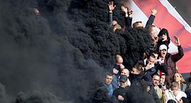 אוהדי אייאקס.  מאז 2002 לא זכה מועדון הולנדי באף גביע אירופי, צילום: אי פי איי