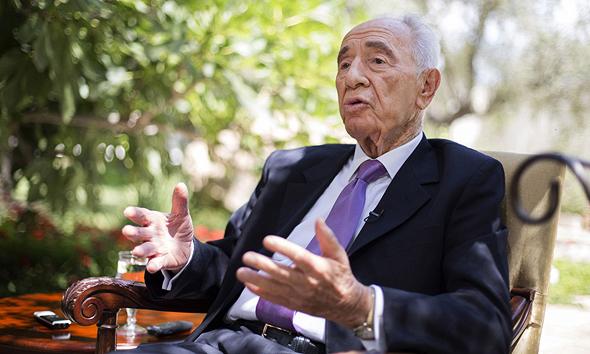 שמעון פרס בגן בית הנשיא פרס בן 90, צילום: רויטרס