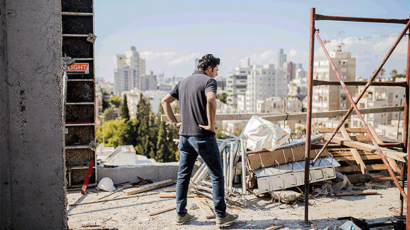 איתי תירוש באתר בנייה של נאות המכבים ברמת גן , צילום: אוהד שביט