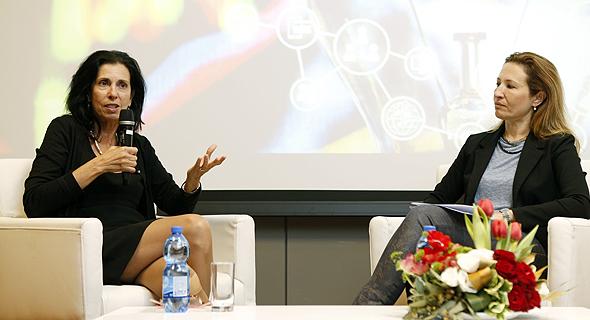 דורית סלינגר בשיחה עם גלית חמי בכנס פינטק, צילום: עמית שעל
