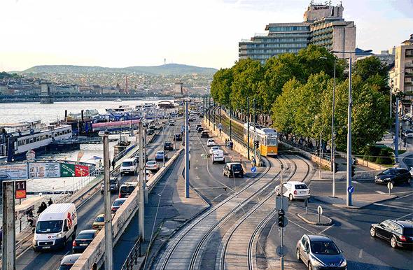בודפשט, הונגריה: צמיחה כלכלית מהירה בצירוף ריבית נמוכה