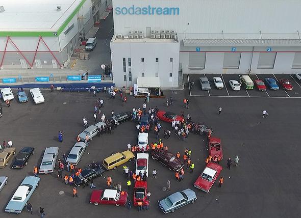 מכוניות מועדון ה 5 סמל השלום במפעלי סודהסטרים ב רהט, צילום: ערן פז