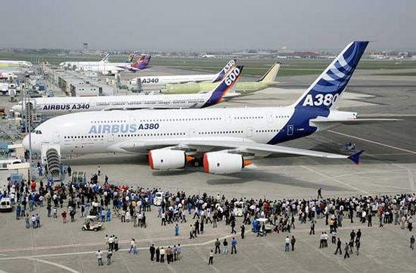 A380, מגמד את האנשים סביבו