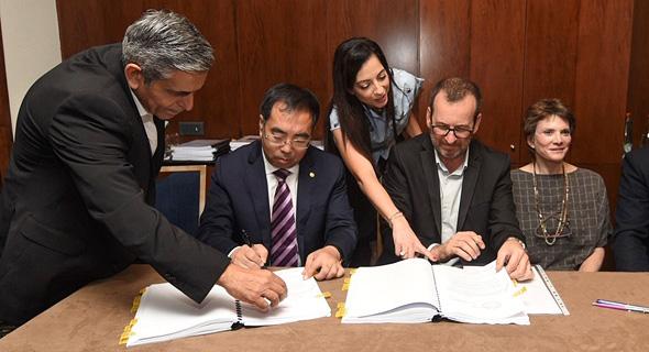 טקס החתימה עם נציגי BCEG