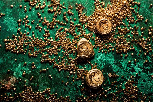 """""""זונדריוס הכובש"""" - מטבעות שוקולד מריר מצופים בזהב אכיל"""