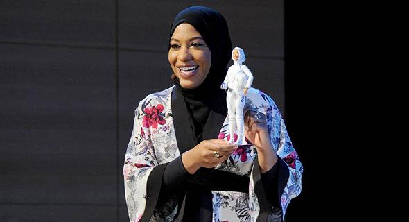 """אבתיחאג' מוחמד ובובת הברבי שנולדה בהשראתה. """"התגשמות חלום"""""""