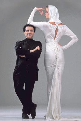 אואדין אליה ואל מקפירסון בשמלה בעיצובו