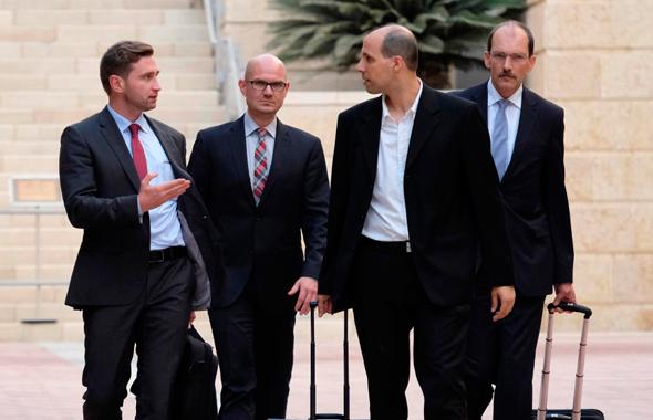נציגי חברת טיסנקרופ שהגיעו לשימוע במשרד הכלכלה, צילום: יואב דודקביץ