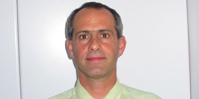 אמיר ברונפלד, לשעבר בכיר במשביר 365, מואשם בשימוש במידע פנים