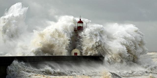 הנה בא עוד גל גדול: תמונות מדהימות של גלים בים
