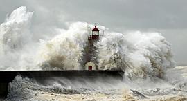 נמל נהר דואורו פורטו פורטוגל סערה גלים, צילום: שאטרסטוק