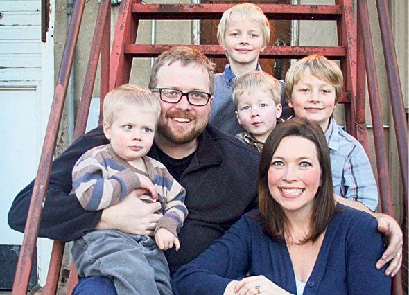 """איימי וריאן גרין, עם ג'ואל (השמאלי) ויתר ילדיהם. """"רצינו לתת משמעות לחייו"""""""
