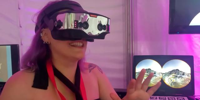 אפל רכשה חברה שפיתחה משקפיים שמשלבים VR ו-AR