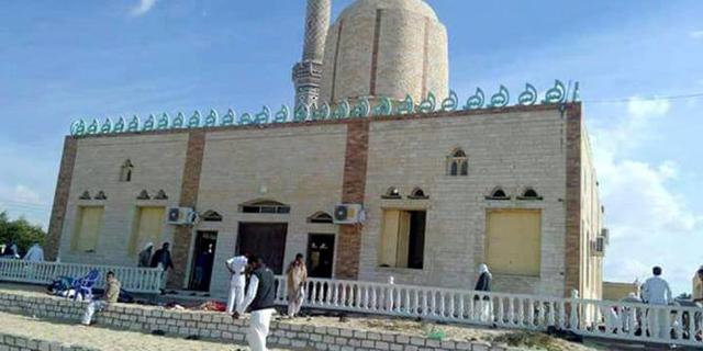 המסגד שבו התרחשה מתקפת הטרור בסיני, צילום: אי פי איי