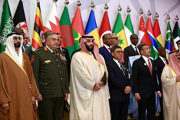 במרכז: יורש העצר מוחמד בן סלמאן בכינוס נגד טרור בריאד, היום