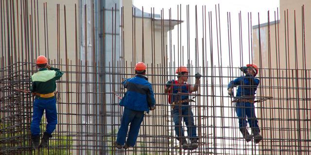 אגף התקציבים נגד הוספת עובדים זרים לענף הבנייה