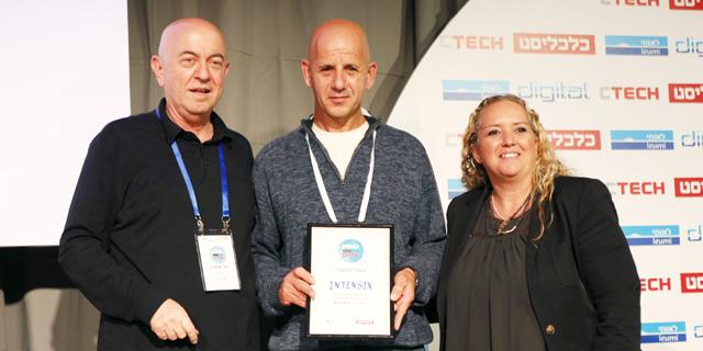 Calcalist Publisher Yoel Esteron with Intensix management team. Photo: Amit Sha