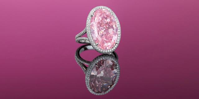 טבעת יהלום ורוד נמכרה בהונג קונג ב-32 מיליון דולר