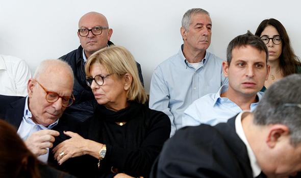 רמי אונגר יעל אונגר גדי אונגר מאחור אבירם הלוי דיון תביעה על זיכיון קיה, צילום: עמית שעל