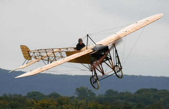 בן מאה ועדיין טס כמו פרגית צעירה