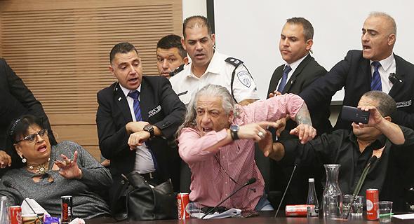 התפרעות של נכים בישיבת ועדת העבודה והרווחה (ארכיון), צילום: אלכס קולומויסקי