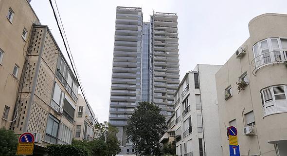 מגדל אסותא ברחוב ז'בוטינסקי בתל אביב