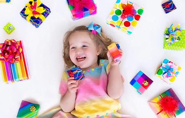 מחקר חדש מצא שפעוטות עם פחות צעצועים מרוכזים ויצירתיים יותר, צילום: שאטרסטוק