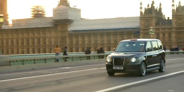 המונית הלונדונית מקבלת מנוע חשמלי, צילום רויטרס