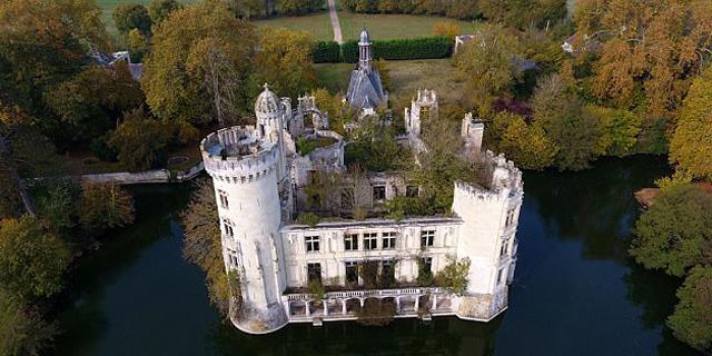 """כך הצילה """"קבוצת רכישה"""" של 6,500 צרפתים ארמון מתפורר"""
