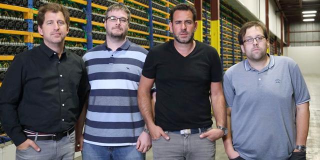 מייסדי Backbone Hosting מימין: פייר לוק קווימפר אמיליאנו גרודצקי מתיו וישון ו ניקולס בונטה