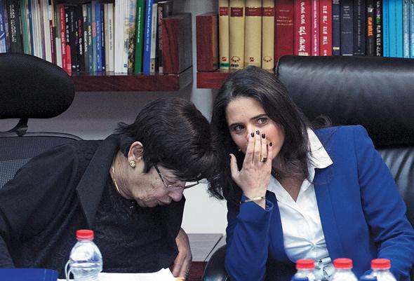 """השרה שקד עם נשיאת העליון לשעבר מרים נאור, בוועדה לבחירת שופטים. """"הדינמיקה שם פוגעת באמון הציבור"""", צילום: אוהד צויגנברג"""