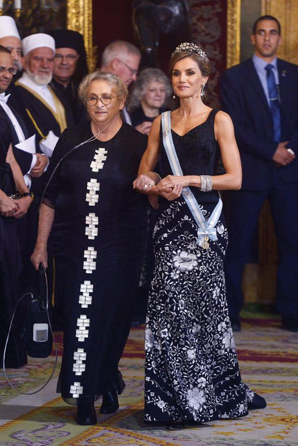 רעיית הנשיא נחמה ריבלין בשמלה של משכית, לצד מלכת ספרד לטיסיה
