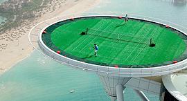 טניס על משטח נחיתה מלון בורג' אל ערב דובאי מגרשי ספורט, צילום: גטי אימג'ס