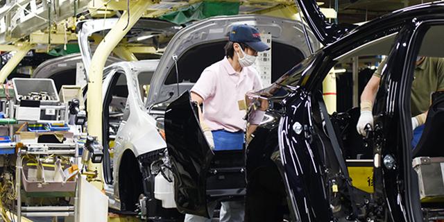 ענף הרכב העולמי מתחיל להיערך לחזרה לשגרה