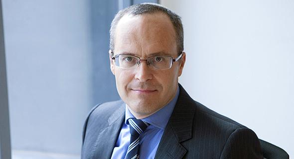 """עו""""ד אסף אנגלרד ממשרד המבורגר עברון, המייצג את בנק דיסקונט"""