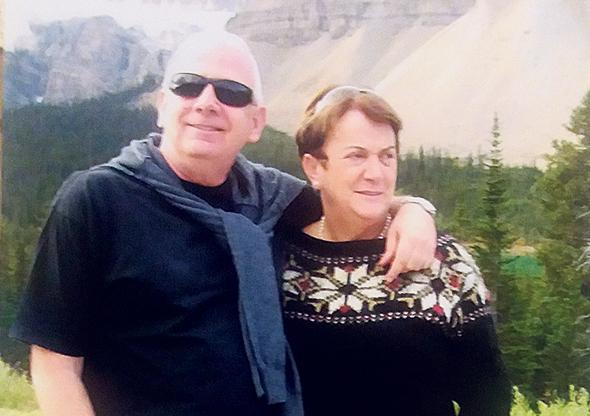 """שלומית ואבי ברנר בטיול. """"לטיול באמזונס קראנו 'טיול שורשים' כי נדרש מאמץ גדול לא למעוד על השורשים לאורך הדרך"""""""