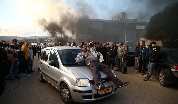 עובדי טבע ב ירושלים מפגינים נגד ה פיטורים, צילום: אוהד צויגנברג